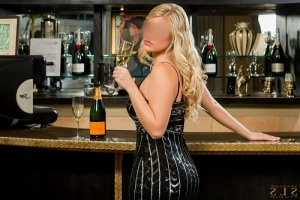 Fozia live escorts in Beloit, WI
